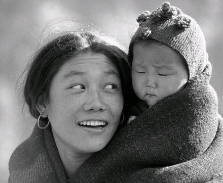roi-nuoc-mat-voi-cau-chuyen-cam-dong-nhat-hanh-tinh-01